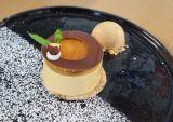 Bavarese al cioccolato e mandorle con gelée all'albicocca