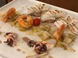 Calamari alla griglia con gamberoni croccanti su indivia spadellata e salsa di acciughe*