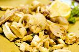 Frittura di calamari con chips di zucchine e patate*